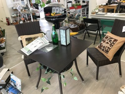 K-raucord_Dining_table_and_chair