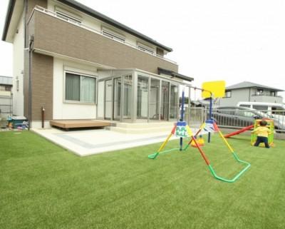 人工芝-子供が遊べる庭